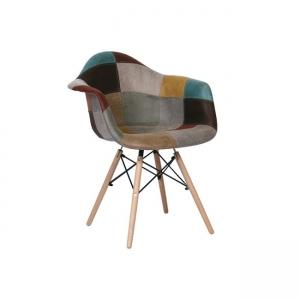 шарен стол с подлакътници,на кръпки,
