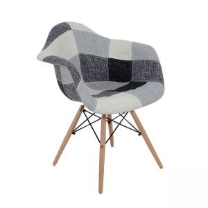 сив стол с дървени крака и дамаска.