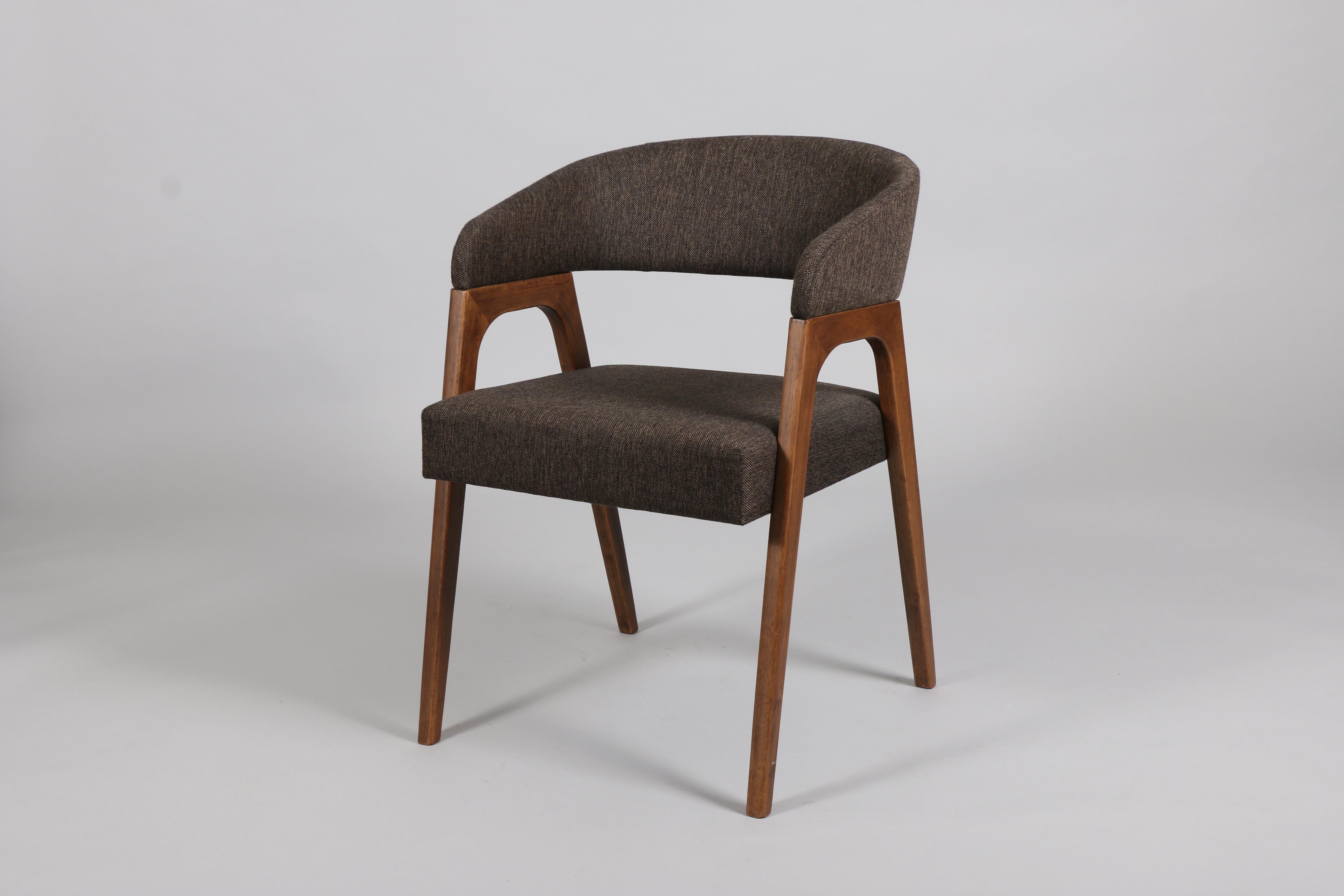 кафяв дървен стол Покер