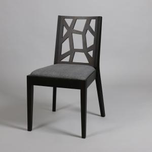 черен стол със сива дамаска