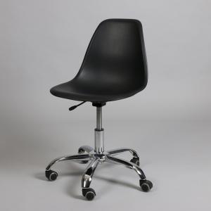 черен офис стол с хромирани крака