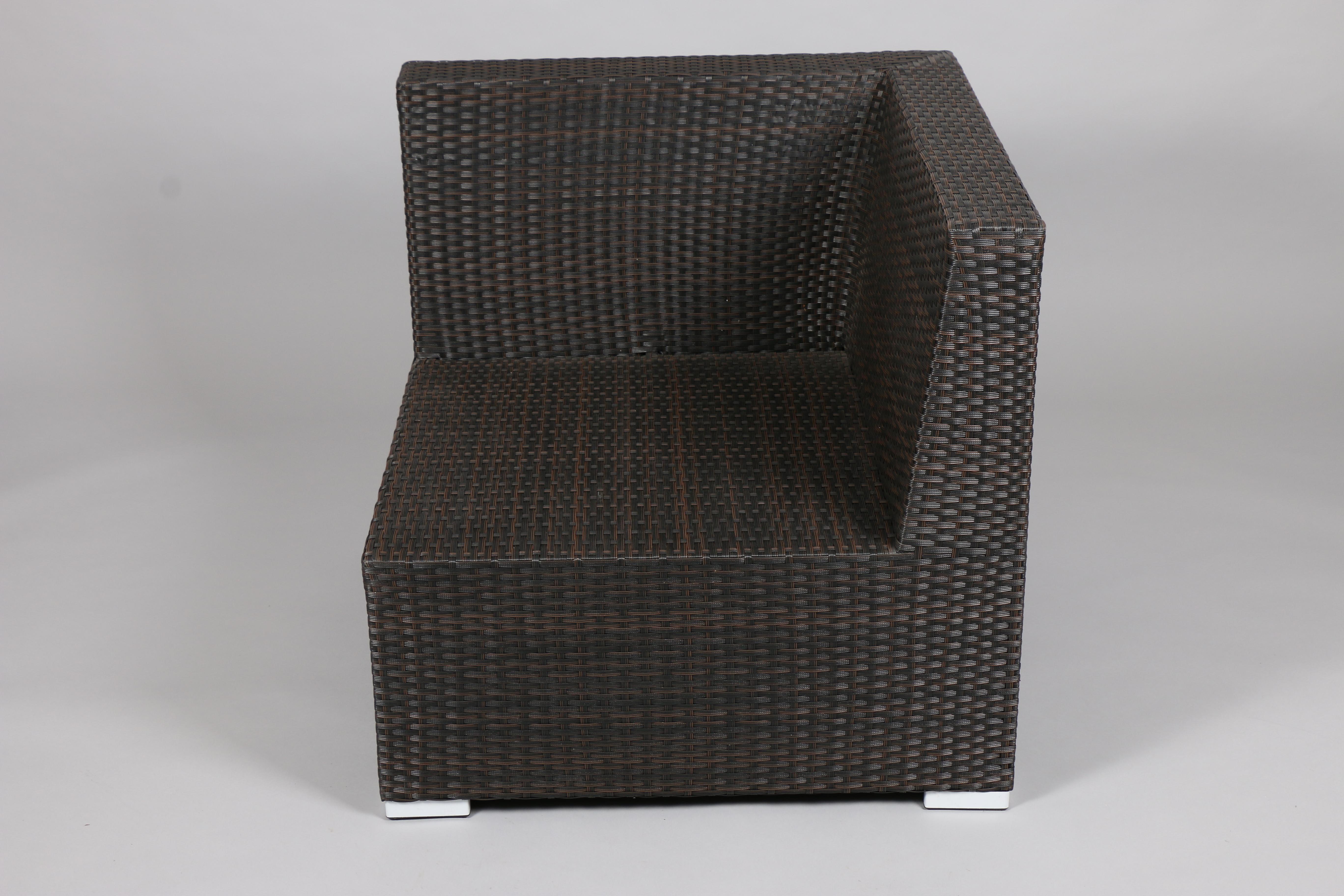 оранжев стол с дървени крака IMG_5690