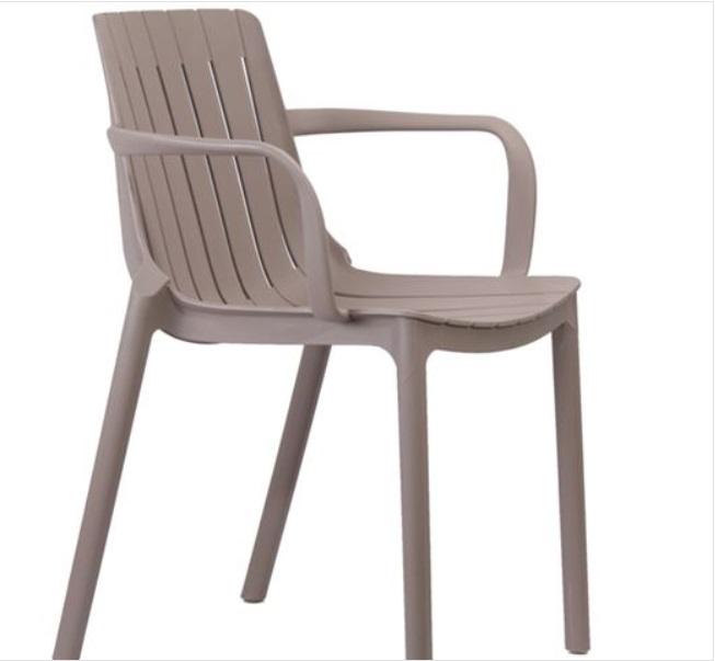 бежов стол от полипропилен palmer1