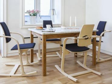 Люлеещи се трапезни столове